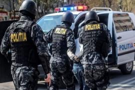 Fiul primarului din Cotmeana săltat de mascați și arestat pentru tâlhărie
