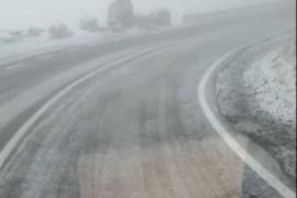 A nins pe Transfăgărășan! S-a intervenit cu antiderapant…
